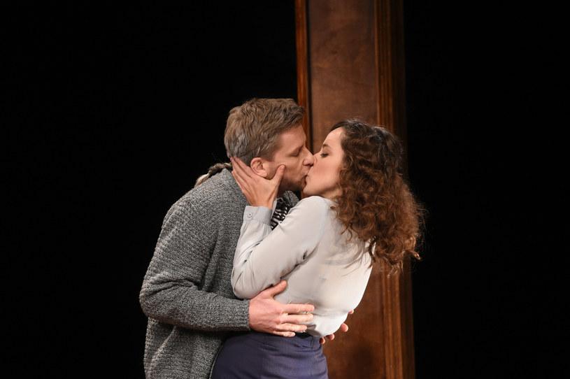 Dariusz Wnuk i Maria Sobocińska w teatrze podczas spektaklu /Jacek Domiński /East News