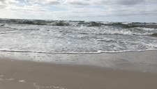 Darłówko: Nie żyje 14-latek, który wraz z rodzeństwem został porwany przez morskie fale