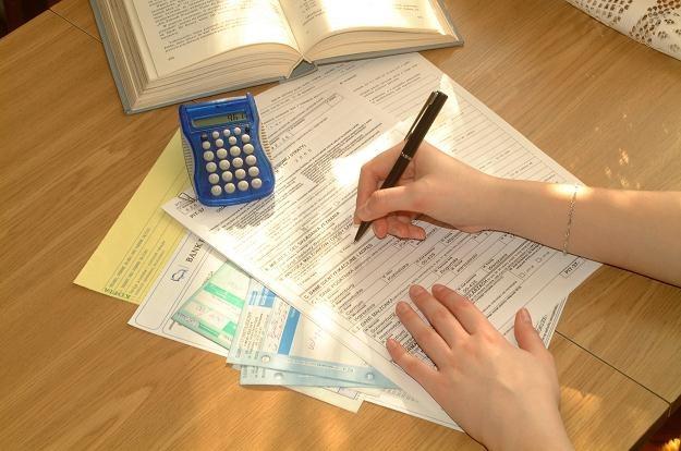 Darowizny, które trafiają do osób fizycznych, też mogą zmniejszyć podatek /© Bauer