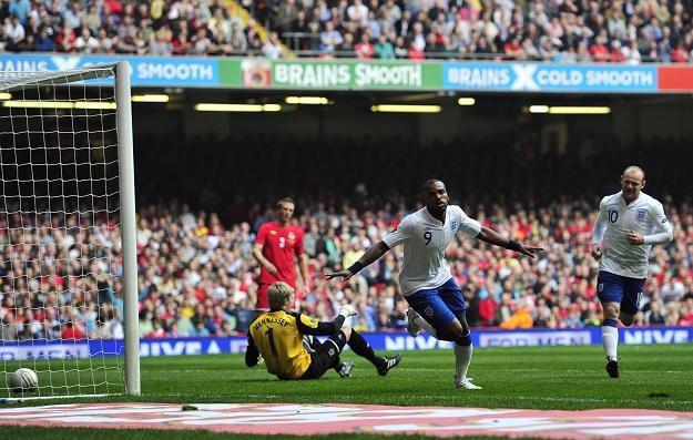 Darren Bent przed chwilą strzelił drugiego gola dla Anglików w meczu z Walią /AFP