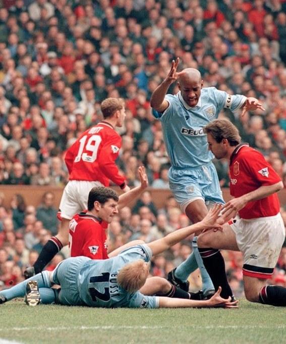 David Busst (na ziemi) złamał nogę w meczu z Man United /East News