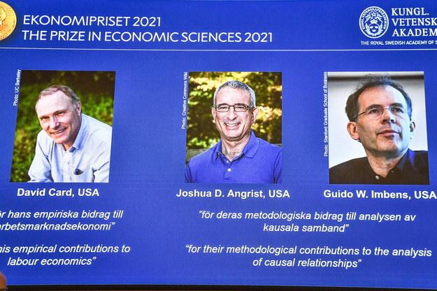 David Card z Uniwersytetu w Kalifornii, Joshua Angrist z Massachusetts Institute of Technology (MIT) oraz Guido Imbens z Uniwersytetu Stanforda zostali laureatami tegorocznej Nagrody Nobla z ekonomii. /Claudio Bresciani    /PAP/EPA