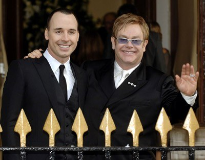 David Furnish i Elton John /arch. AFP