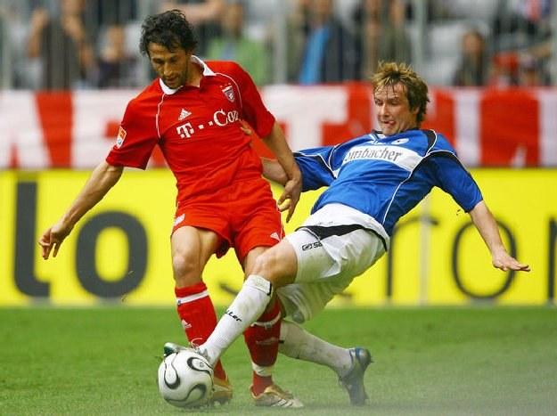 David Kobylik w barwach Arminii (z prawej) w meczu z Bayernem Monachium /AFP