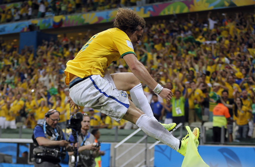 David Luiz popisał się przepięknym uderzeniem z rzutu wolnego /PAP/EPA