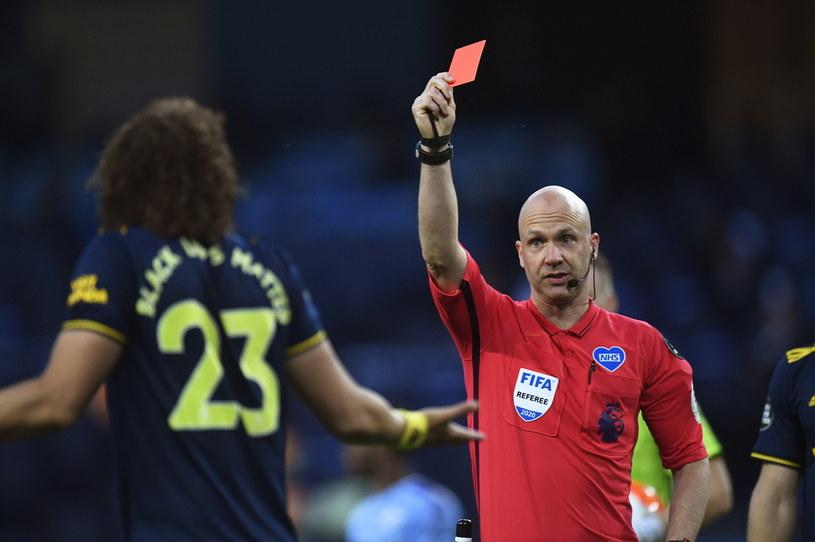 David Luiz został ukarany czerwoną kartką /PETER POWELL   /PAP
