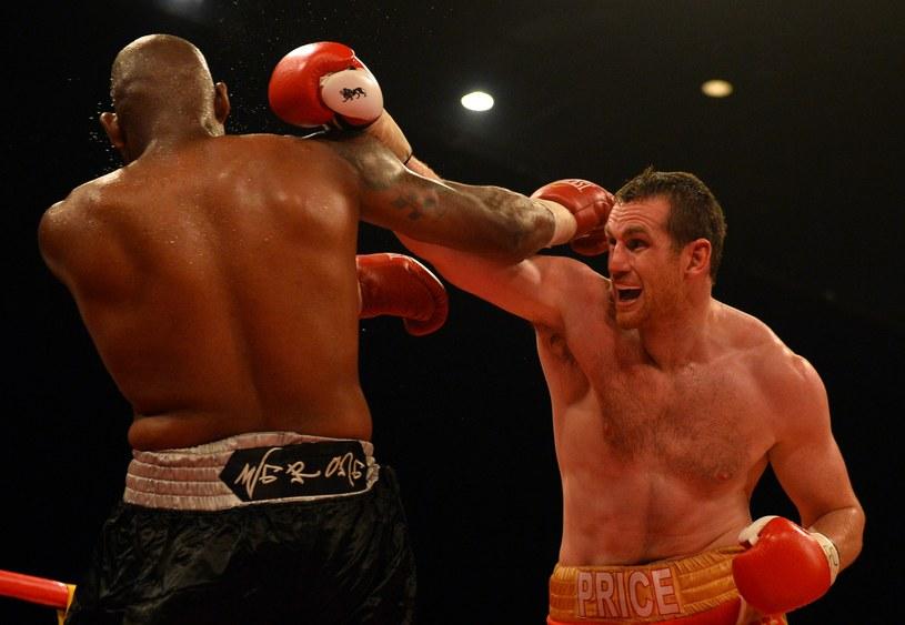 David Price (z prawej) tu w walce z Tonym Thompsonem /AFP