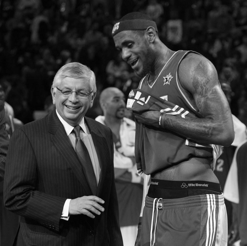 David Stern (z lewej), obok sława NBA LeBron James /AFP