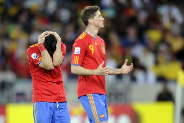 David Villa i Fernando Torres załamani po porażce ze Szwajcarią /AFP