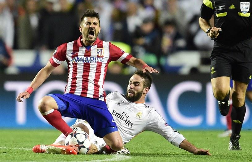 David Villa nie był oszczędzany przez piłkarzy Realu Madryt w finale Ligi Mistrzów /AFP