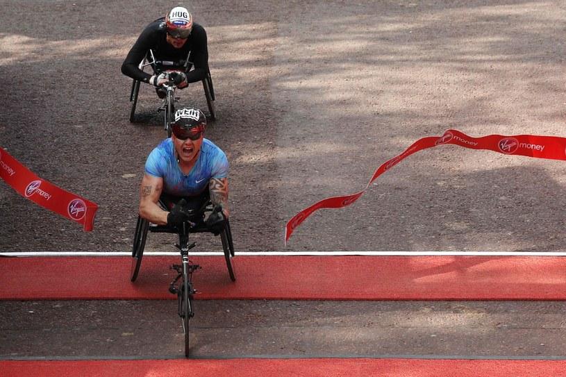 David Weir zwyciężający w maratonie londyńskim w 2017 roku. /ADRIAN DENNIS / AFP /AFP