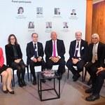Davos: Trzeba więcej współpracy rządów z bankami
