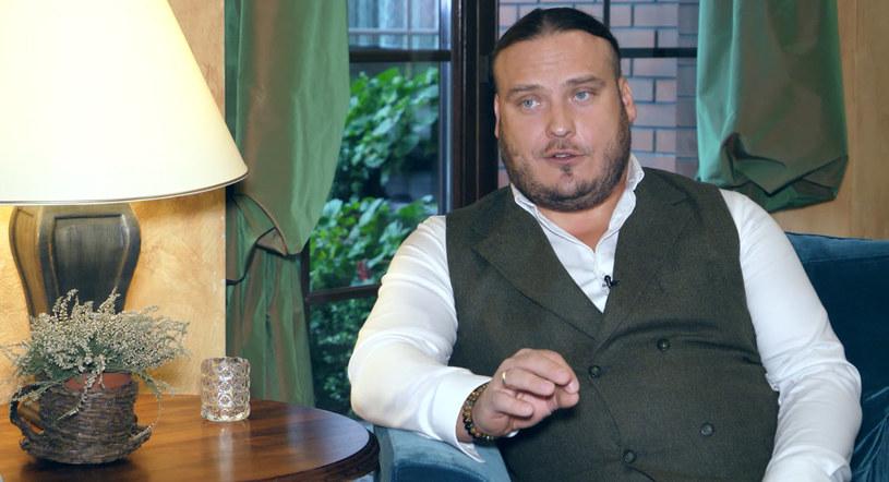 Dawid Bujar, barman i brand ambasador Żubrówki, uczy jak degustować wódkę /INTERIA.PL