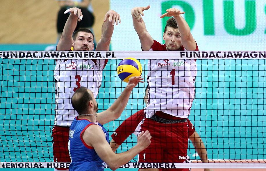 Dawid Konarski (L), Piotr Nowakowski (P) oraz Serb Marco Ivovic (przód) //Łukasz Gągulski /PAP