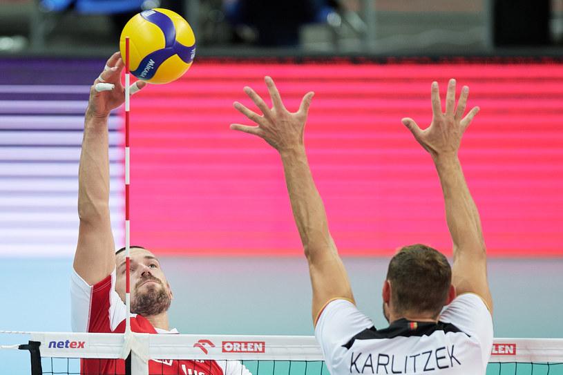 Dawid Konarski w ataku podczas meczu towarzyskiego z reprezentacją Niemiec /Rafal Oleksiewicz / PressFocus / NEWSPIX.PL /Newspix