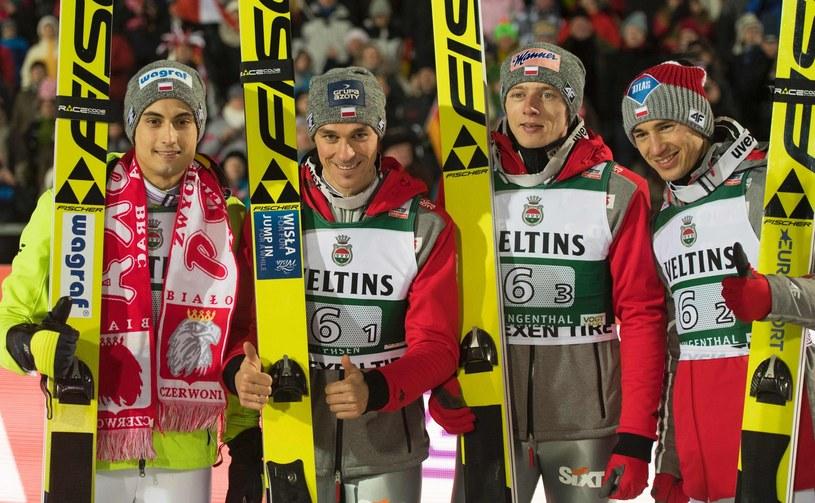 Dawid Kubacki (drugi z prawej) w otoczeniu Macieja Kota, Piotra Żyły i Kamila Stocha /AFP