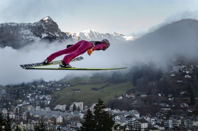 Dawid Kubacki podczas konkursu w Elgenbergu /AFP /AFP
