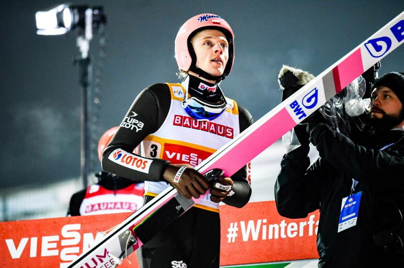 Dawid Kubacki podczas sobotniego konkursu PŚ w Lahti /Markku Ojala /PAP/EPA