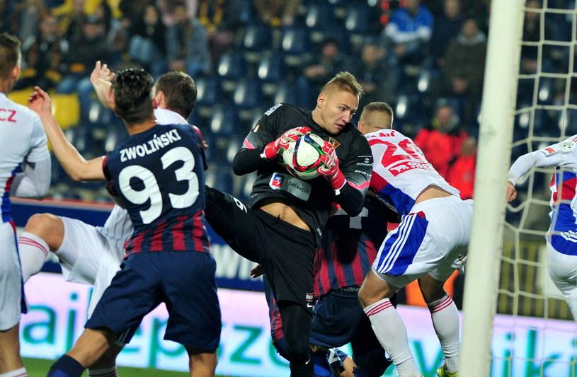 Dawid Kudła (w środku) był jednym z najlepszych w tym meczu /Marcin Bielecki /PAP