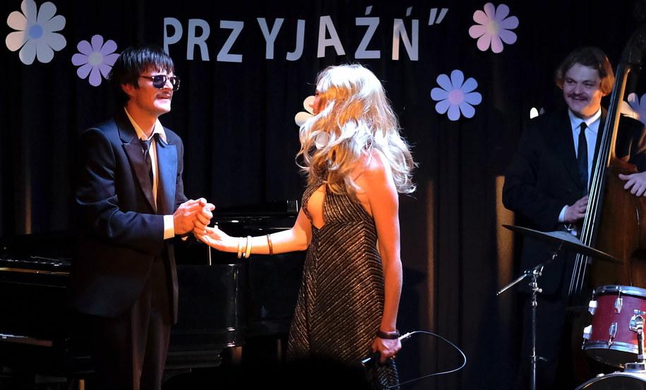 """Dawid Ogrodnik i Justyna Wasilewska na planie filmu """"Ikar. Legenda Mietka Kosza"""" w reżyserii Macieja Pieprzycy / Andrzej Grygiel    /PAP"""