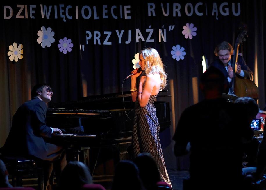 Dawid Ogrodnik i Justyna Wasilewska na planie filmu / Andrzej Grygiel    /PAP