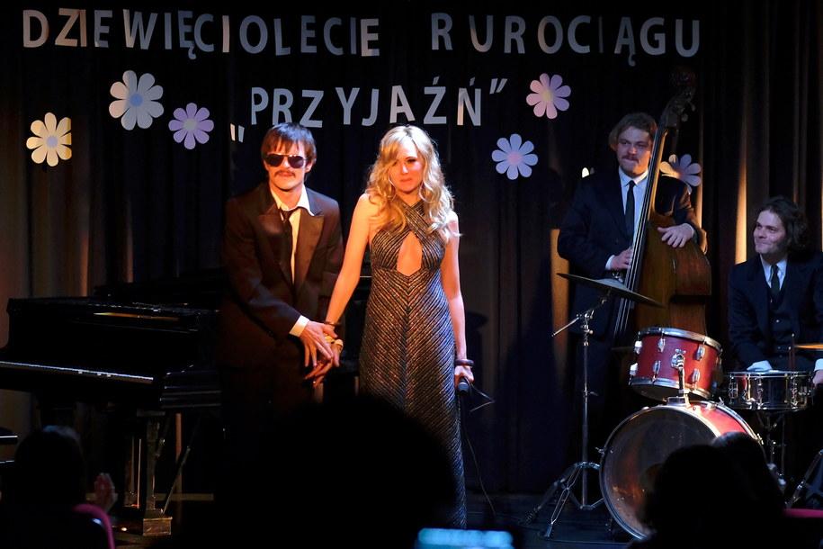 Dawid Ogrodnik i Justyna Wasilewska na planie nowego filmu Macieja Pieprzycy / Andrzej Grygiel    /PAP