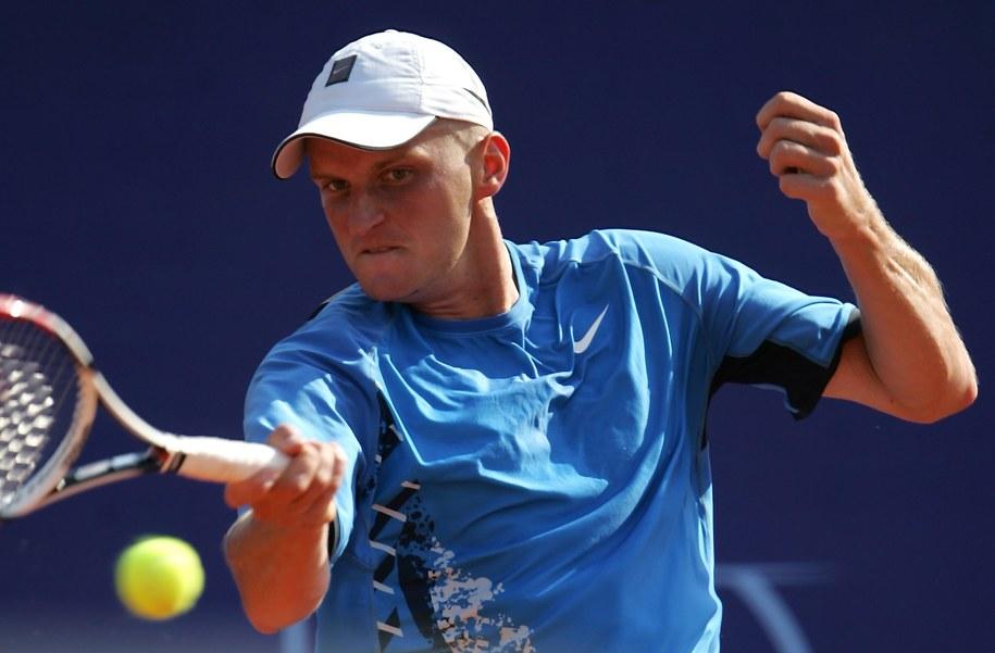 Dawid Olejniczak podczas spotkania z Włochem Potito Starace w pierwszej rundzie tenisowego turnieju ATP Orange Warsaw Cup /Bartłomiej Zborowski /PAP