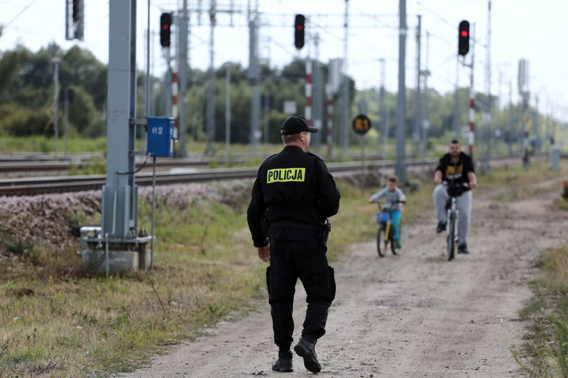 Dawid Żukowski, gdy ojciec zabrał go z domu, był ubrany w szaroniebieską bluzę dresową, niebieskie jeansy i niebieskie trampki z obrazkami Zygzaka McQueena / Jakub Kamiński    /PAP