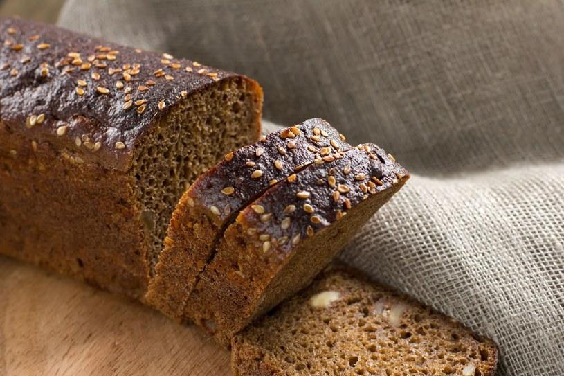 Dawniej chleb ze sklepu nie różnił się tak bardzo od tego wypiekanego w domu. Obecnie dzieli je przepaść /123RF/PICSEL