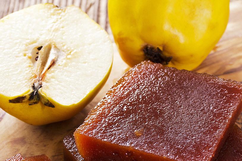 Dawniej zalecano częste żucie kawałka pigwy, bo podobno oczyszcza zęby, wzmacnia dziąsła i likwiduje stany zapalne w gardle /Styl.pl/materiały prasowe