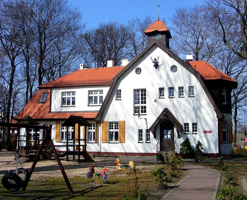 Dawny budynek nadleśnictwa, w którym niegdyś mieszkał nadleśniczy Otto Lehnhoff zarządzający osiedlem. Dzisiaj znajduje się w nim przedszkole /&nbsp
