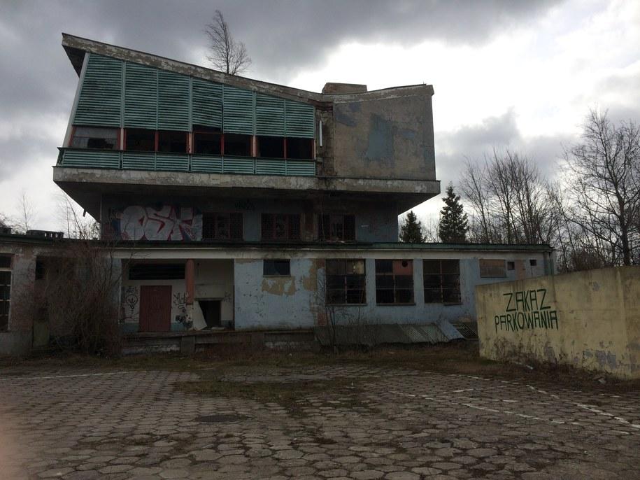 Dawny Dom Turysty w Sopocie upodobali sobie bezdomni, amatorzy graffiti i młodzież /Kuba Kaługa /RMF FM