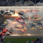 Daytona 500. Potworny karambol na torze