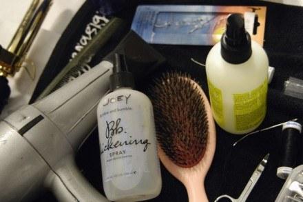 Dbaj, by suszarka nie niszczyła włosów /East News/ Zeppelin