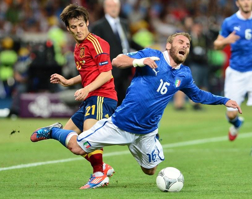 De Rossi kontra Silva w finale Euro 2012 /AFP