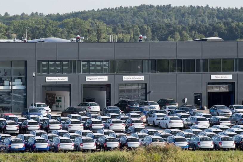 Dealerzy w całej Europie mają duży problem /Wojciech Stróżyk /Reporter