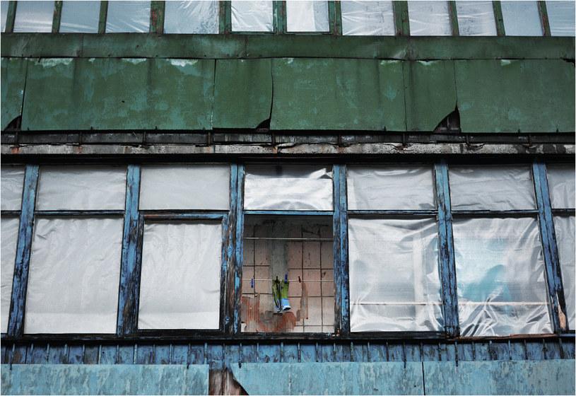 Debalcewo - w tym bloku po działaniach wojennych nie pozostała ani jedna szyba /Filip Faliński /Nowa Europa Wschodnia