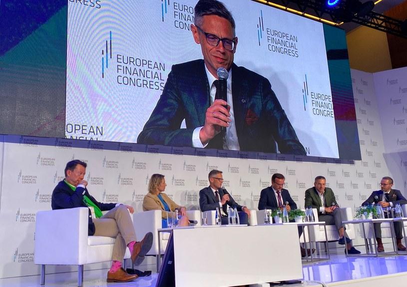 """Debata """"Ile banku powinno być w banku? Dochodowość a nowe niestandardowe i niebankowe usługi w instytucjach bankowych"""". Europejski Kongres Finansowy w Sopocie /Źródło: Bank Pekao /"""