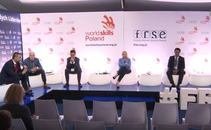 """Debata """"Nowe możliwości zawodowe dla młodych. Szanse i wyzwania szkolnictwa branżowego"""" /INTERIA.PL"""