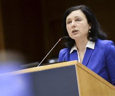 Debata w PE. Jourova: Media to ważny filar demokracji i praworządności