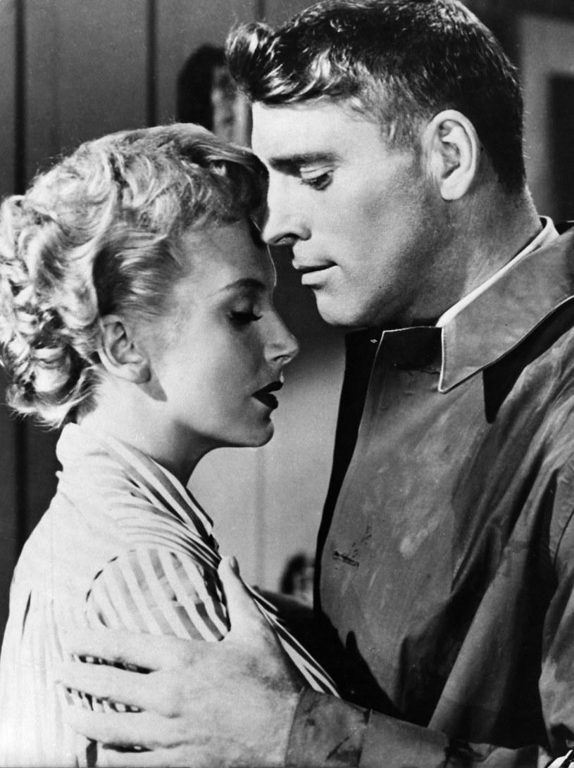"""Deborah Kerr i Burt Lancaster w filmie """"Stąd do wieczności"""" (1953) /AKPA"""