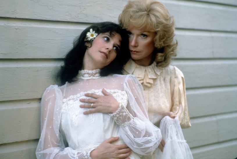 "Debra Winger i Shirley MacLaine w filmie ""Czułe słówka"" (1983) /Images Press/IMAGES /Getty Images"