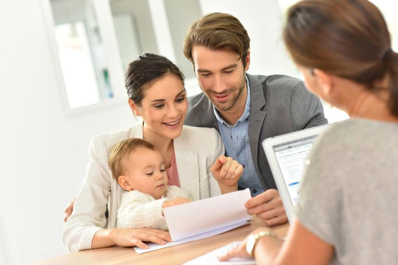 Decydując się na kredyt hipoteczny, warto zwrócić uwagę nie tylko na wysokość oprocentowania /123RF/PICSEL