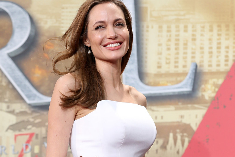 Decyzja Angeliny Jolie o poddaniu się profilaktycznej mastektomii spowodowała, że w poradniach genetycznych urywają się telefony /Getty Images/Flash Press Media
