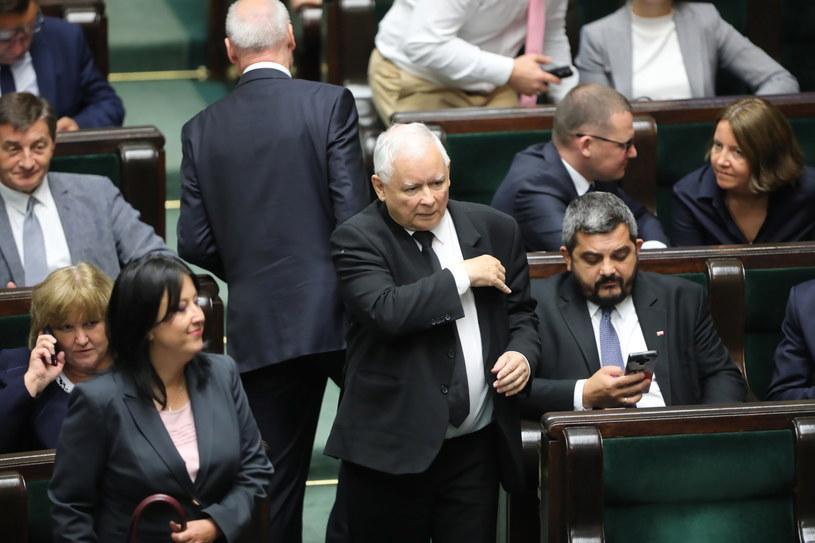 Decyzją Jarosława Kaczyńskiego, 15 posłów PiS zawieszono w prawach członka partii /Wojciech Olkuśnik /PAP
