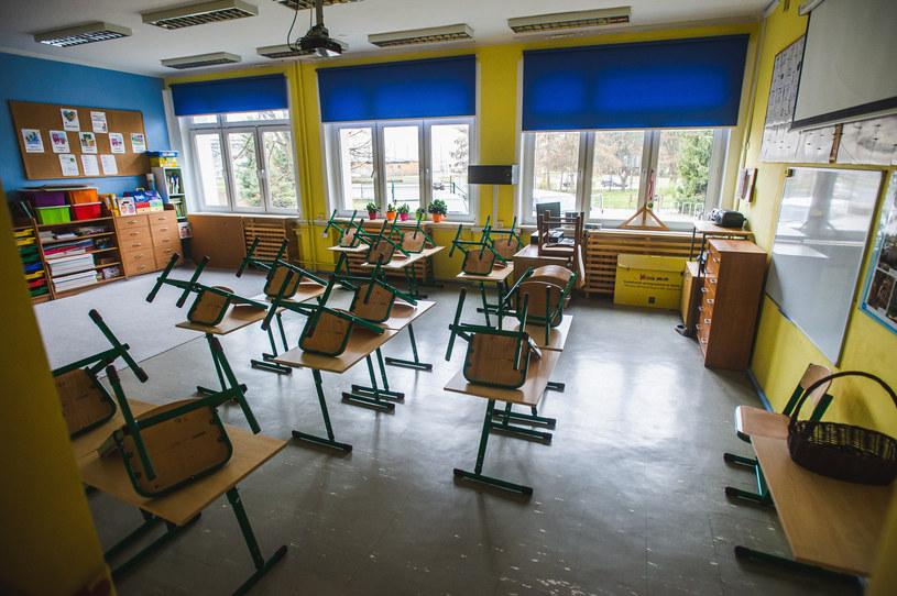 Decyzja o powrocie uczniów do szkół ma zapaść na tydzień lub dwa tygodnie przed rozpoczęciem roku szkolnego; zdj. ilustracyjne /Fot. Karol Makurat/REPORTER /Reporter