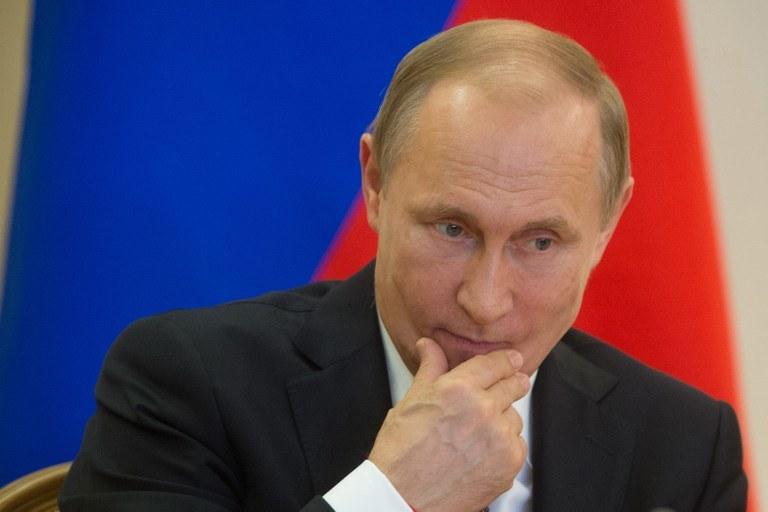 Decyzja o przyspieszeniu wyborów spotkała się z krytyką rosyjskiej opozycji (na zdjęciu Władimir Putin) /AFP