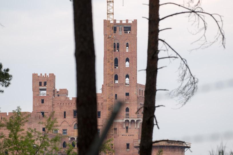 Decyzja o zgodzie na budowę tzw. zamku w Stobnicy ważna choć wydana z naruszeniem prawa /Wojciech Strozyk/REPORTER /Reporter