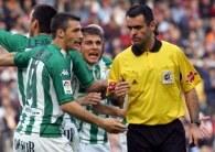 Decyzje Pino Zamorano wywoływały frustracje w ekipie Betisu /AFP