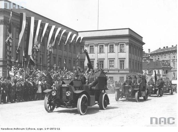 Defilada 3 maja 1934 r. z okazji święta narodowego - bez udziału schorowanego marszałka Józefa Piłsudskiego /Z archiwum Narodowego Archiwum Cyfrowego